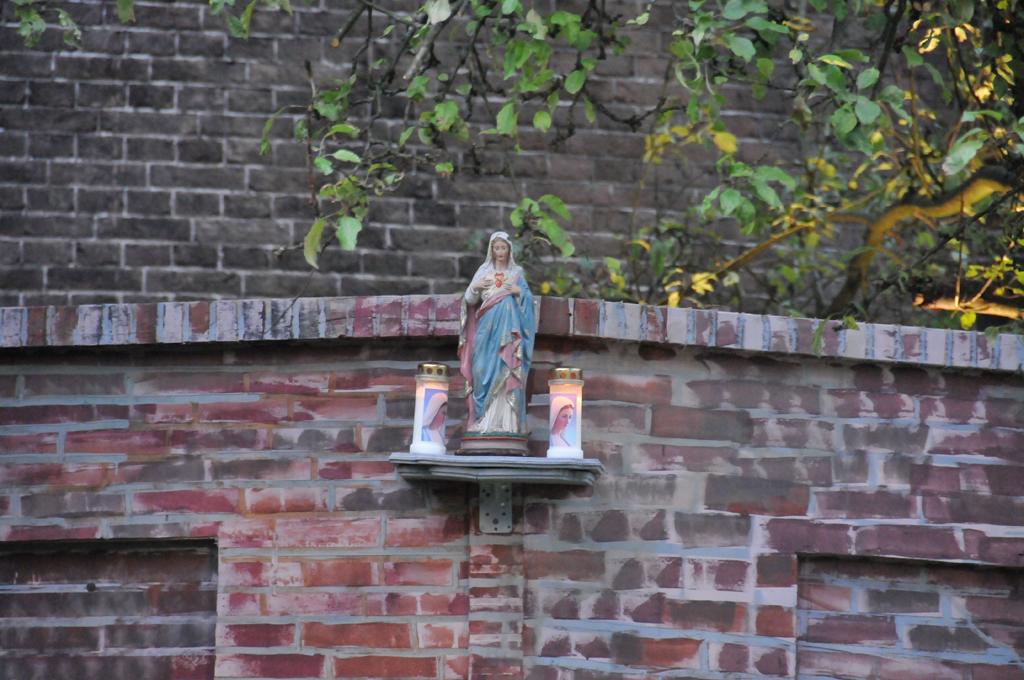 Gidsen Maria op muur